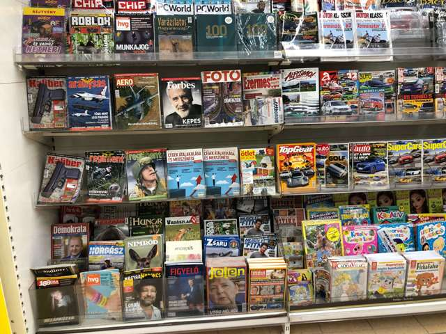 magazin pult egy nagy áruházban